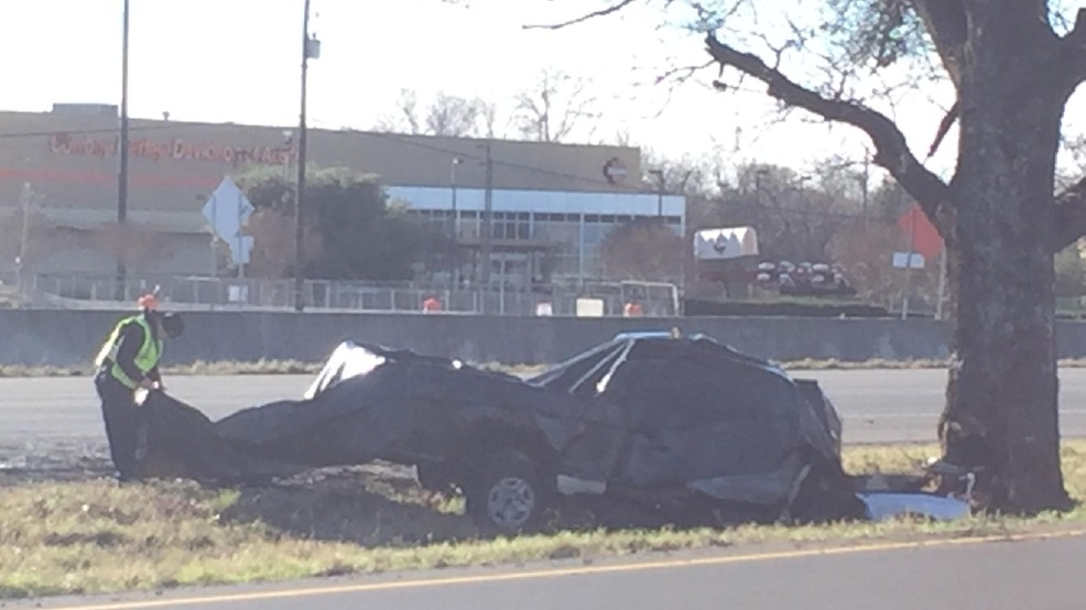 Fiery crash kills one, shuts down SB I-35 at Onion Creek | KEYE