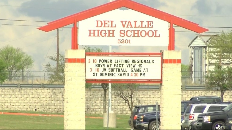 Firefighters extinguish kitchen fire at Del Valle High